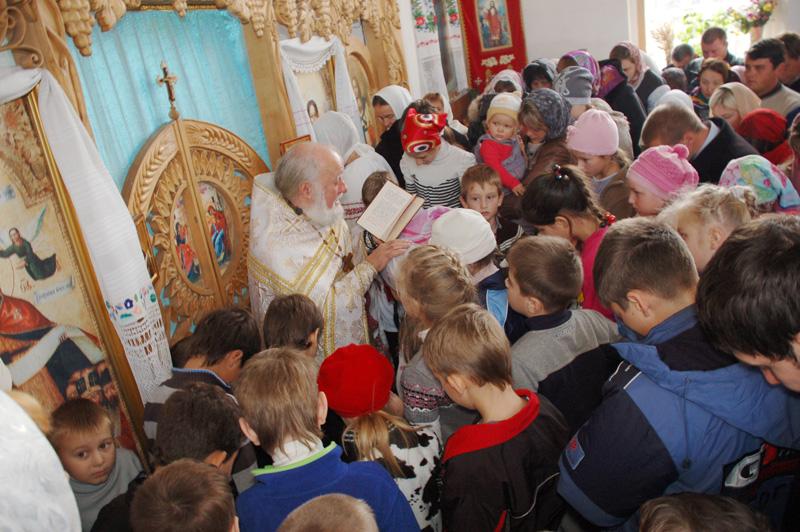 Діти готуються до Святого Причастя